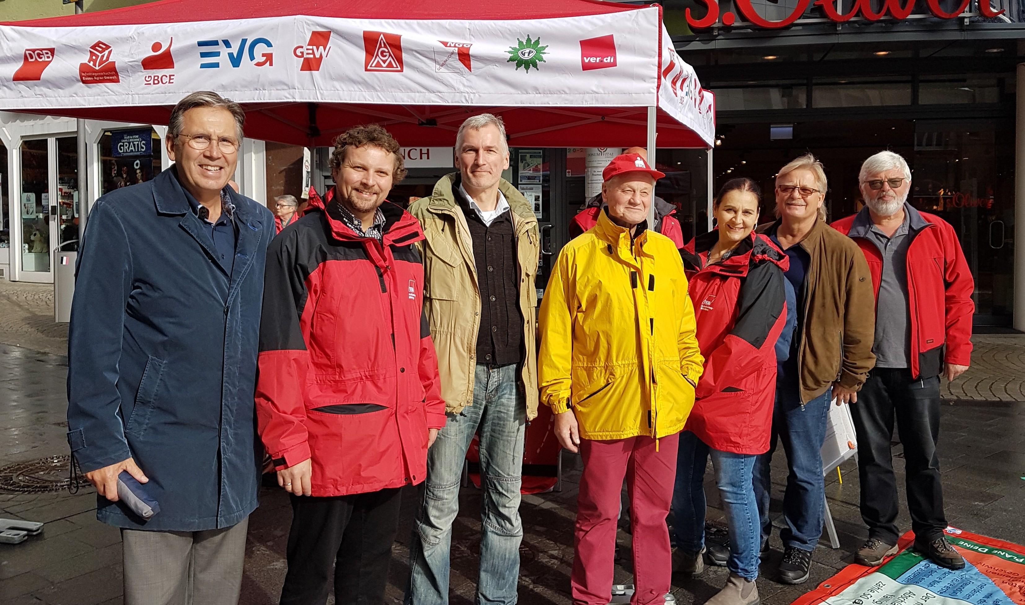 Ehrenamtliche des DGB bei Aktionstag in Aschaffenburg