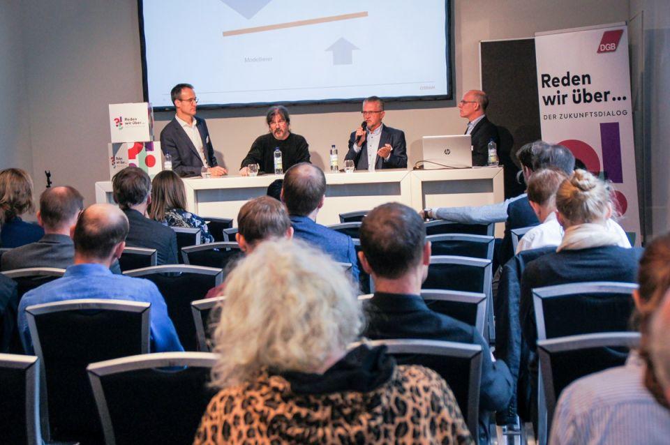 Stephan Kuserau (Referent Konzern- und Gesamtbetriebsrat OSRAM), Welf Schröter (DGB Baden-Württemberg), Thomas Wetzel (OSRAM-Gesamtbetriebsrat) und Oliver Suchy (DGB) auf der LABOR.A 2019