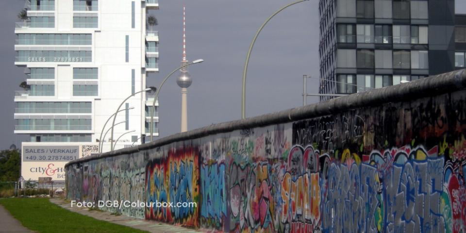 Fernsehturm mit Mauer in Berlin (Foto: DGB/Colourbox.com)