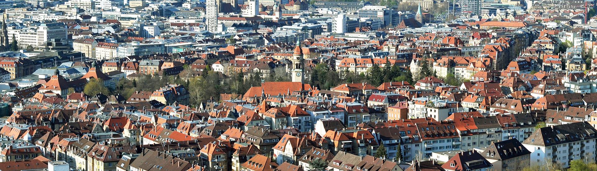Blick über die Dächer einer Stadt