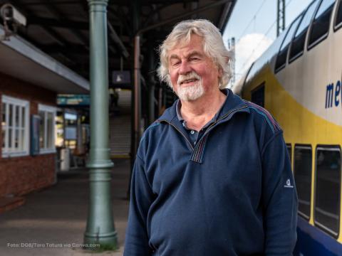 Wolfgang Brandt am Bahnhof Hamburg-Harburg