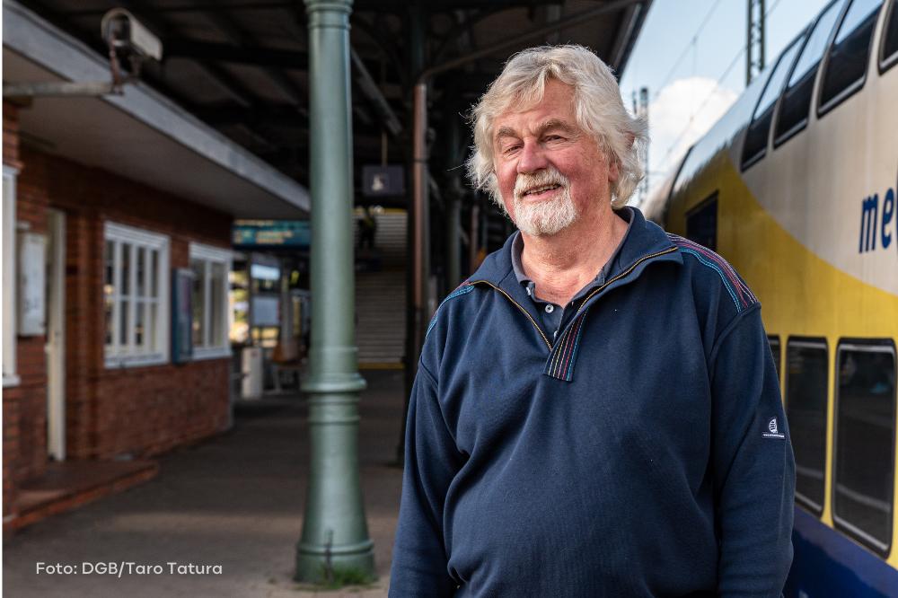 Wolfgang Brandt am Bahnhof Harburg
